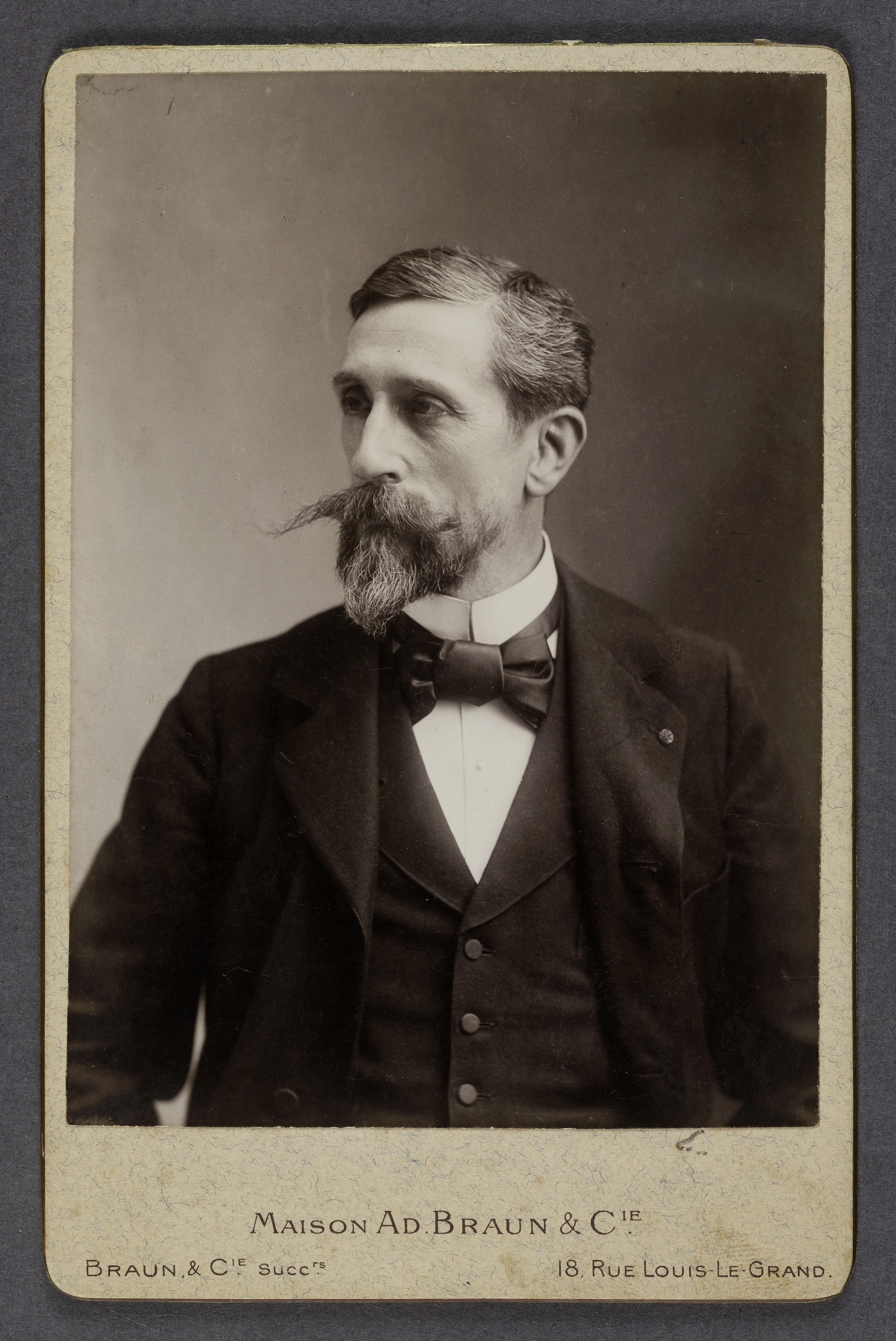Portrait en buste du peintre Camille-Félix Bellanger