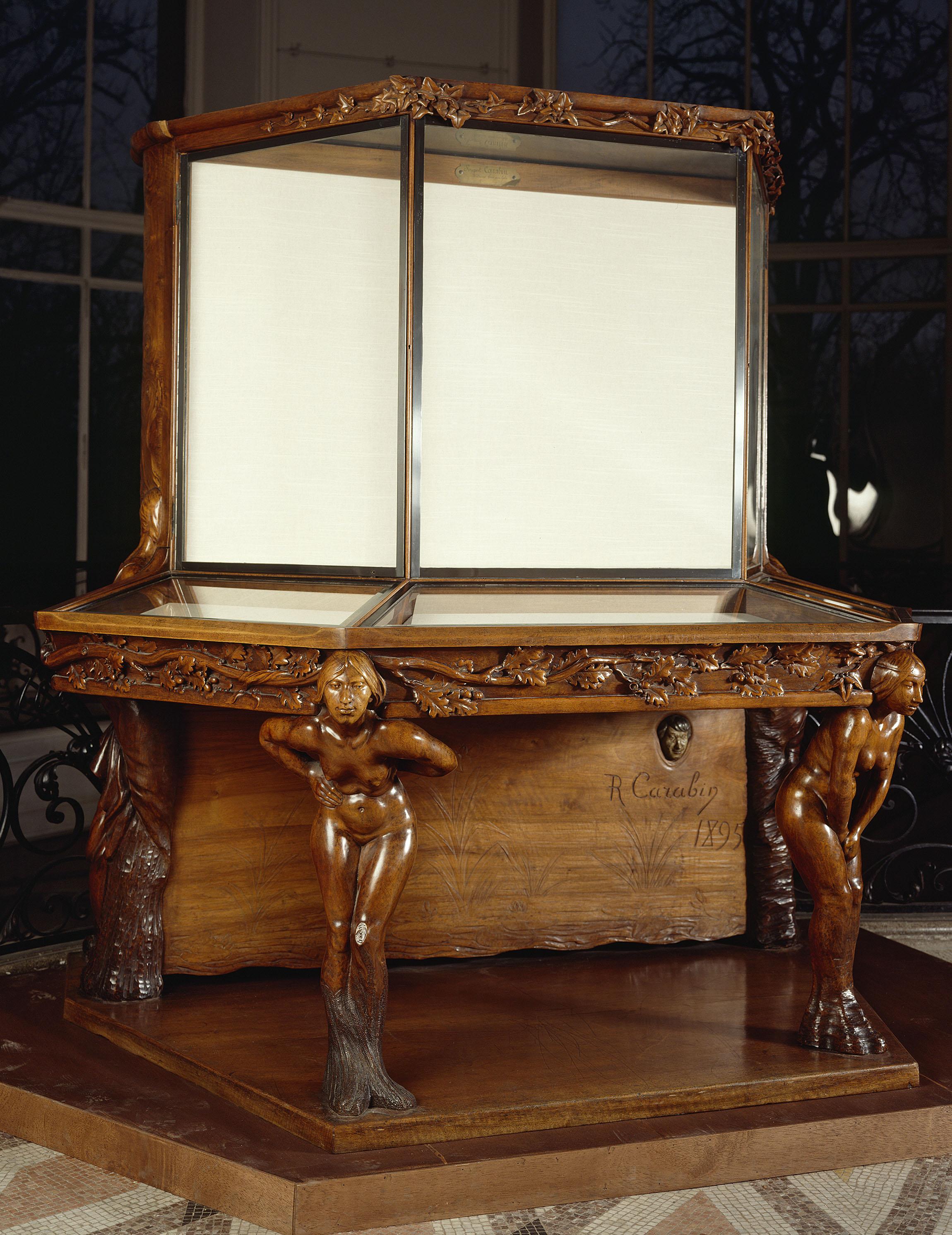 François-Rupert Carabin - Display cabinet