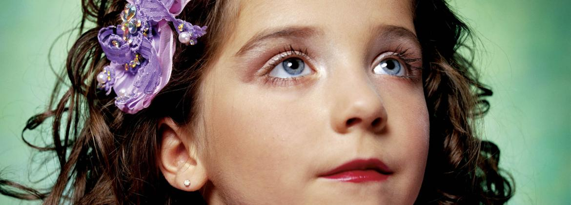 Jewel-Joy Stevens, America's Little Yankee Miss (America), 2003 © Andres Serrano  Courtesy Andres Serrano and Galerie Nathalie Obadia Paris / Bruxelles