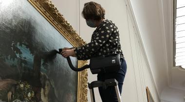 Dépoussiérage des Demoiselles des Bords de la Seine de Courbet