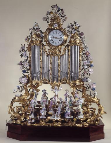 Pendule à orgues au concert de singes